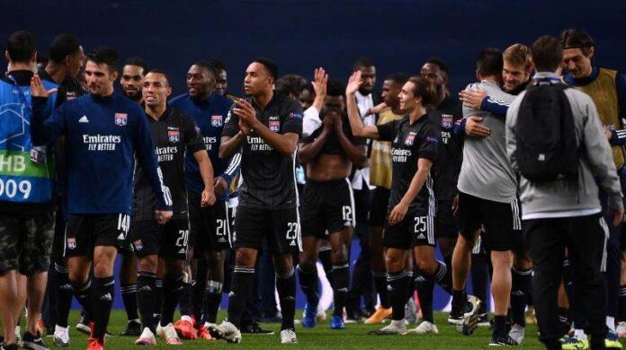 Los jugadores del Olympique de Lyon festejaron la clasificación a semifinales de la Champions.